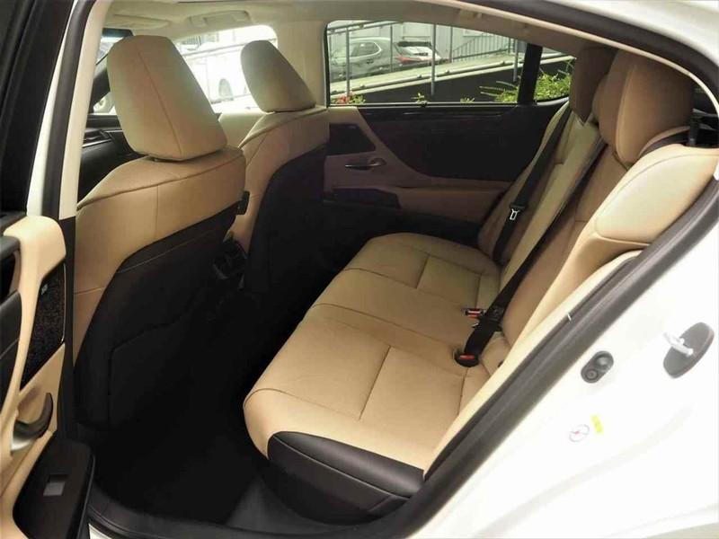 Lexus ES 300h 2.5 Luxury cvt