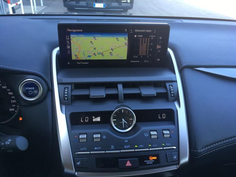Lexus NX 300h 2.5 premium 4wd cvt