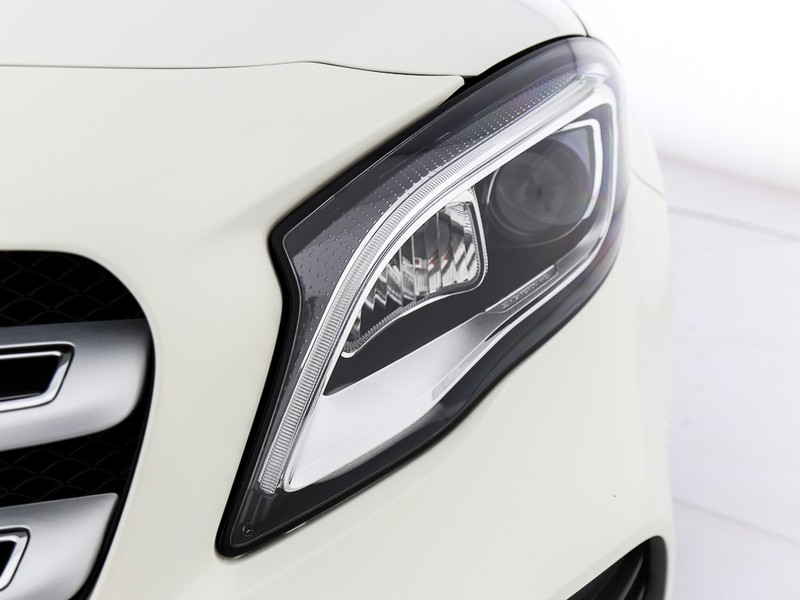 Mercedes GLA 200 d premium auto diesel bianco