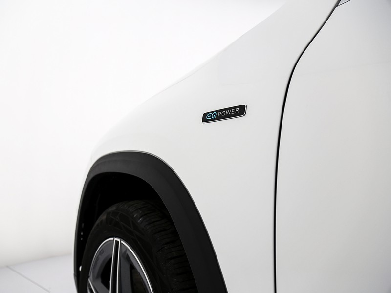Mercedes GLA 250 e EQ POWER Automatic ibrido bianco